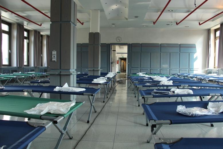 Notunterkunft für Flüchtlinge im Bürotrakt des ehemaligen Kraftwerks Veltheim. Foto: Rogge