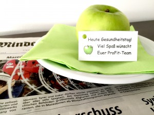 Ein Apfel und eine freundliche Einladungen an allen Arbeitsplätzen hatten die Mitarbeiter am Morgen begrüßt und an den Gesundheitstag erinnert.