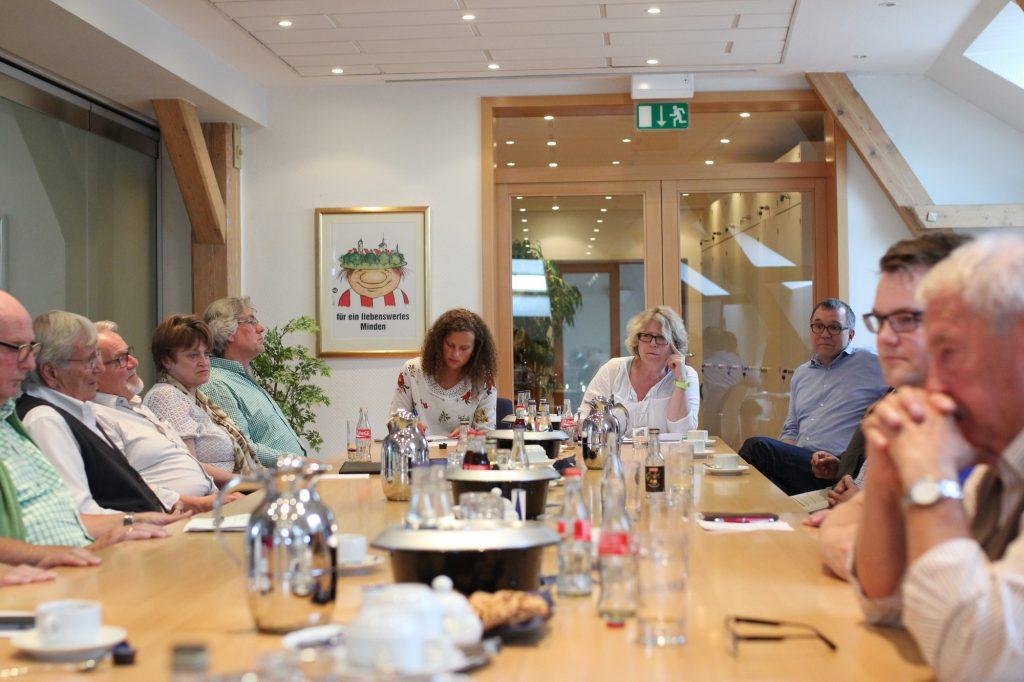 Gäste beim MT-Gesräch: Ortsvorsteher, hier mit MT-Volontärin Annabell Bialas und Lokalchefin Monika Jäger. Foto: Alex Lehn