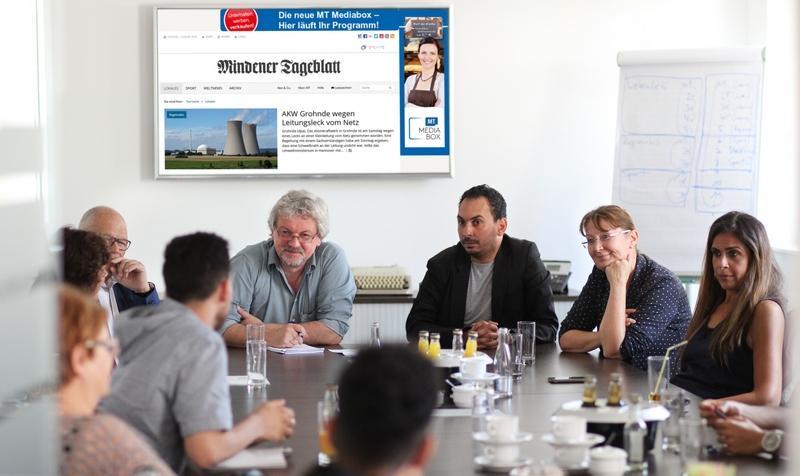Besuch in der Redaktion: Aicha Medjaoui (von rechts), Uta Hannemann, Mourad Miraoui und Jacques Pauper (hinten links) begleiteten die jungen Franzosen in die MT-Redaktion. MT-Foto: Alex Lehn