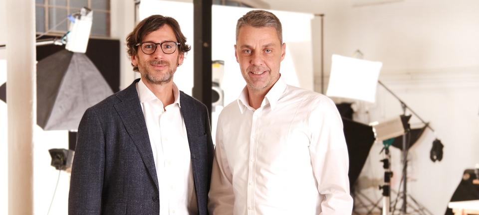 Sven Thomas (l.) und Lutz Carta freien sich auf die noch engere Zusammenarbeit von J.C.C. Bruns und com.on. Foto: com.on
