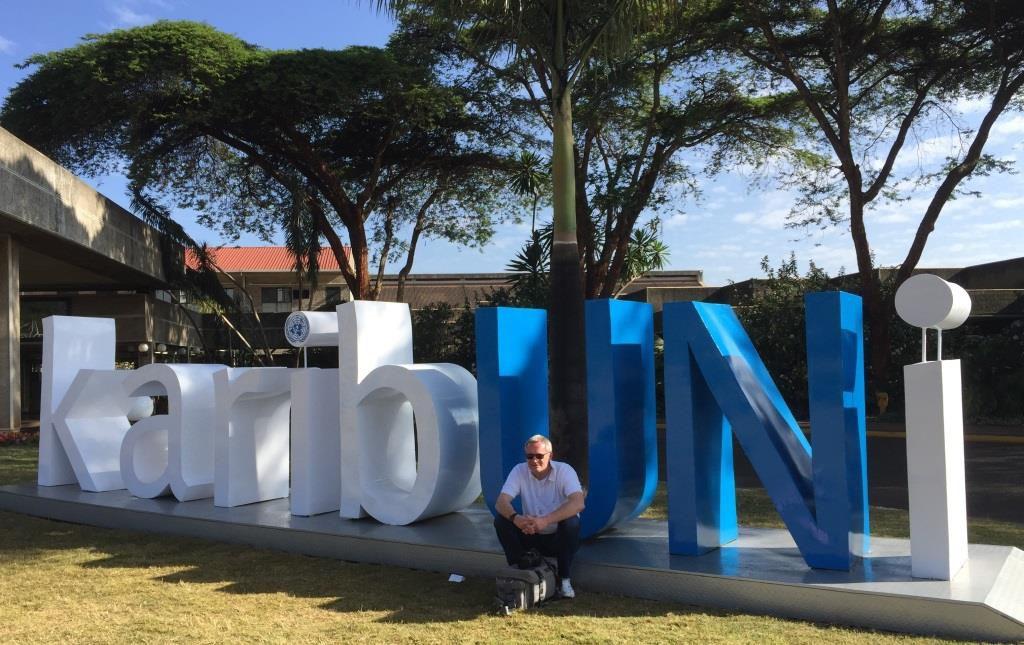 Kartsen Versick vor der UN-Niederlassung in Nairobi. Foto: DGVN