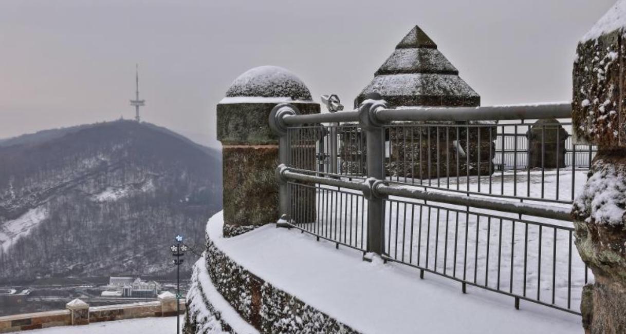 Der erste Schnee am Kaiser-Wilhelm Denkmal Leserfoto: Ingo Prieß